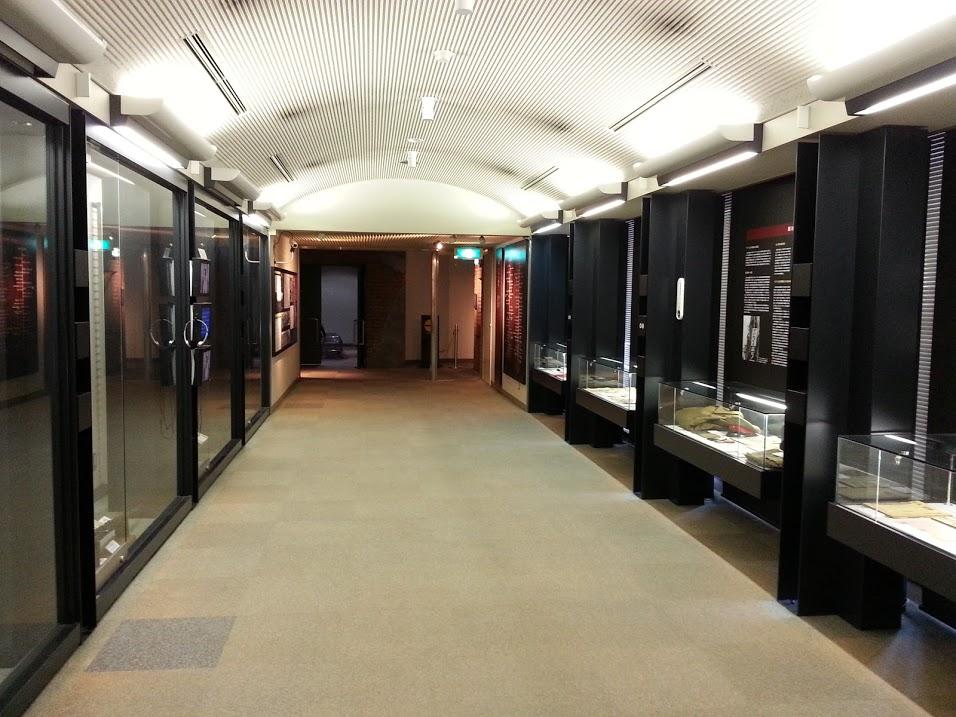 川崎平和館2階展示室。正直、これは、というものはない