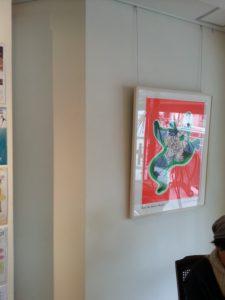 ニキ・ド・サンファルの絵が飾られている