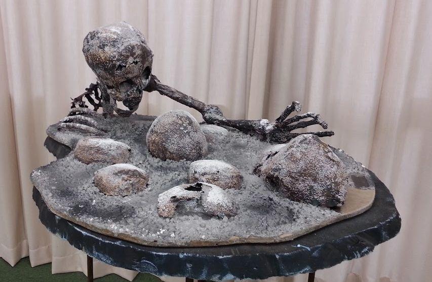 武田美通「戦死者たちのメッセージ」展。「大き骨は」2012年(正田篠枝『さんげ』より)