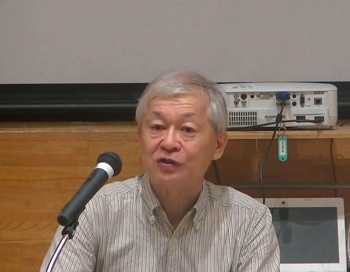 講演する萩野富士夫さん